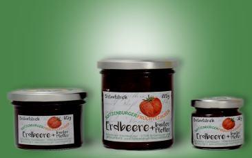 Erdbeere mit buntem Pfeffer-Aufstrich